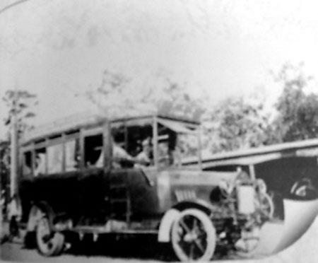 克为他的国家制造出了世界上第一辆装有发动机的公共汽车.高清图片