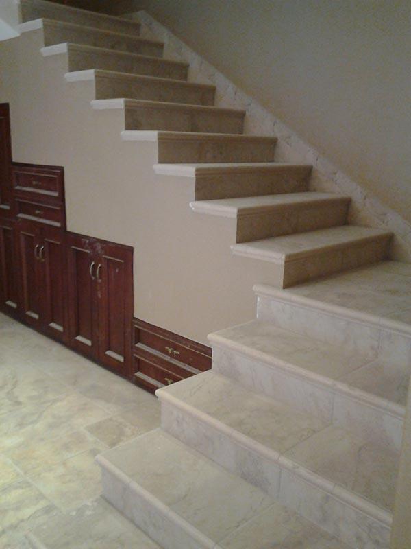 楼梯施工效果,注意这楼梯不是大理石楼梯步哦!每一步都是瓷